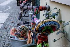 Fahrradanzug (Sockenhummel) Tags: fahrrad rad fahrradsattel bike bicycle urbanknitting stricken knitting fuji x30 wolle herru
