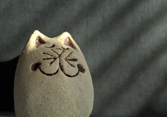 Stone cat (Tony Worrall) Tags: misc miscellaneous thing model make made shelf sunlit geometric abstract pattern texture symmetry minimalism diagonal surreal caught photo shoot shot picture captured ilobsterit instragram gb capture buy stock sell sale item stone cool cold cat feline smile smirk whiskers