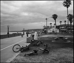 Discarded (greenschist) Tags: zenzanonrf65mmf 6x7 usa film bicycles california pacificocean rolleiretro400s mediumformat blackwhite bronicarf645 missionbeach sandiego analog clouds