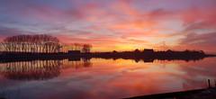 Otheense Kreek Terneuzen (Omroep Zeeland) Tags: zonsopkomst genieten krijgjenooitgenoegvan vroegoppad sunset pixzeeland terneuzeninbeeld terneuzeninthepicture fanvanzeeland omroepzeeland lovezeeland zeeuwseluchten dutchskies zeelandpictures