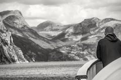 Auf Traumreise (Panasonikon) Tags: panasonikon nikond7100 nikkor50300 bw norwegen norge fjord boot schiff träumen dream berge mountain lake