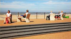 Sur la digue à Ostende, Belgium (claude lina) Tags: claudelina belgium belgique belgië ostende mer sea plage beach merdunord noordzee sable cabine banc bench digue