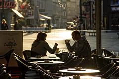 ... (ángel mateo) Tags: ángelmartínmateo ángelmateo viena austria vienna vienne autriche wien österreich café cafetería charla diálogo pareja contraluz terraza coffee cafe talk dialogue couple backlight terrace kaffee gespräch dialog paar hintergrundbeleuchtung terrasse