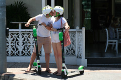 this kiss (monkeyc.net) Tags: brisbane queensland australia city 2018 summer saturday toowong regatta scooter lovers kiss