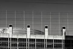Crisscross (pni) Tags: wire sky arena flagpole building arenahartwall helsinki helsingin areena helsingforsarenan railway catenary pasila böle helsingfors finland suomi pekkanikrus skrubu pni