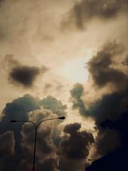 344/365: cloud theatre (Michiko.Fujii) Tags: cloud upintheclouds astormbrews stormbrewing upthere lookingatthesky lookup contrasts contrastsandoppositions lightanddark light shadow