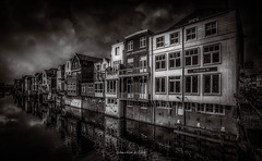 Gorinchem 2018 (EBoss Fotografie) Tags: gorinchem holland netherlands dark dramatic blackwhite building sky clouds street city architecture canon water canal reflection supershot monochrome soe