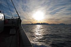 Au-delà du cercle polaire, 2012 / Beyond the polar circle, 2012 (Joseff_K) Tags: sun soleil boat bateau nikon nikond80 d80 audeladucerclepolaire beyondthepolarcircle tamron1750mmf28 norvege norway norge noreg kongeriketnoreg kongerketnorge mer sea coast neige snow merdenorvege norwegiansea