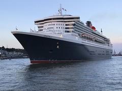 Queen Mary 2 (VreSko) Tags: hamburg hamburgo hafen harbour ship schiff kreuzfahrtschiff luxusdampfer queen mary elbe