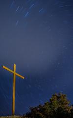 CRUZ DEL CALVARIO (juan carlos luna monfort) Tags: godall montsia tarragona creudelcalvari nocturna largaexposicion nube estrellas circumpolar polaris polar paisaje tripode stars noche night nikond7200 irix15 calma paz tranquilidad