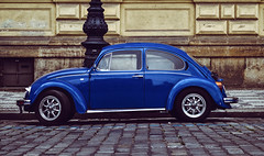 Volkswagen Beetle (Roberto Braam) Tags: vw volkswagen kever kaefer bug beetle german vehicle classic oldtimer european vehikel vintage voiture praag prague praha czechrepublic scene automobile boxermotor car boble maggiolino aircooled outside scenery rearengine cucaracha oldie nikon d5100 tsjechie cityscape cityview blue peoplescar