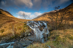 Glen Shiel Falls .. (Gordie Broon.) Tags: alltachaorainnmhoir waterfall ancaorannmor glenshiel ambathach scottishhighlands scotland schottland rio allt burn paysage landscape newyearsday 2019 paisaje landschaft ecosse escocia hills trees mountains heuvels collines colinas cluanie january hugeln invernessshire scenery scozia caledonia alba gordiebroonphotography earlymorning light scenic achralaig sonya7rmkii ilce7rm2 sonyzeiss1635f4lens clouds winter geotagged