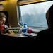 Mujer leyendo en un tren, Caserta, Italia