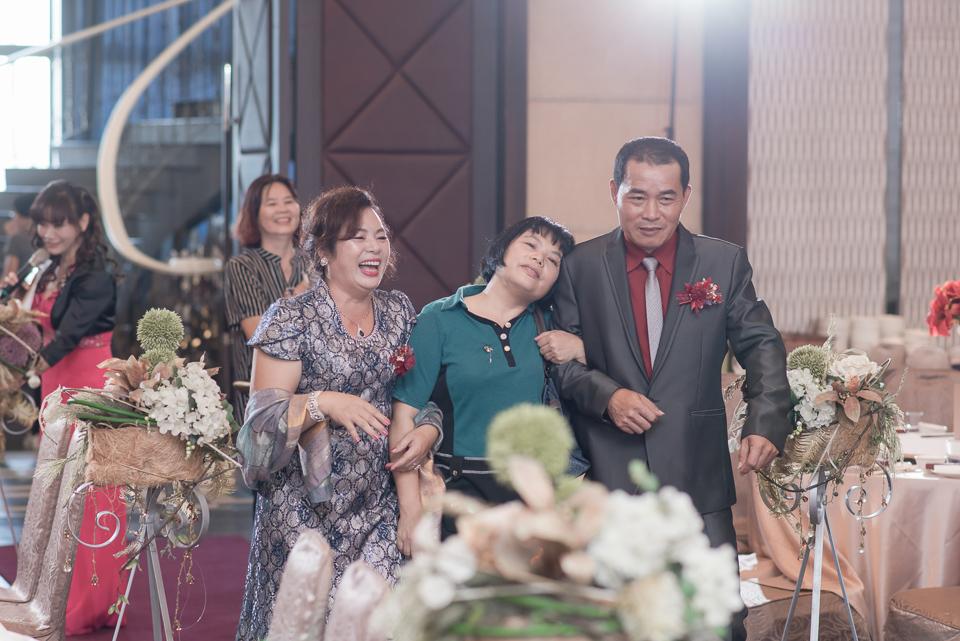 台南東東宴會式場 婚宴 走在幸福的紅毯上 R & B 095