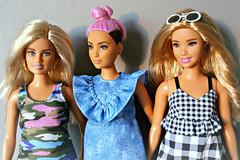 Curvy Fashionistas (Deejay Bafaroy) Tags: barbie doll dolls puppe puppen fashionistas 94 curvy mattel portrait porträt blonde blond pink rosa green grün blue blau 96 black schwarz white weiss dress kleid sunglasses sonnenbrille 95 denim jeanskleid