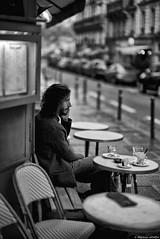 Hivernage en terrasse (Mathieu HENON) Tags: leica leicam m240 noctilux 50mm monochrome laphotodulundi nb bnw bw noirblanc blackwhite street streetphoto photoderue france paris 11emearrondissement 11ième terrasse café cafédelindustrie téléphone homme seul hivernage ruesaintsabin streetlife