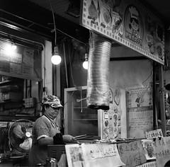 Street shooting - Hong Kong (Tai O) (goncalo_nuno_rodrigues) Tags: bw blackwhite buyfilmnotmegapixels trix 120 mediumformat filmisnotdead ishootfilm film taio hongkong streetphotography streetshooting carlzeiss kodak hasselblad