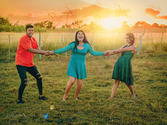 Friendship (Isai Hernandez) Tags: photography photoshooting places people personas personnes atardecer afternoon face flickr follow field amazing endlessface chica friend fujifilm smile любовь мир дружба фотография естественнаяфотография люди