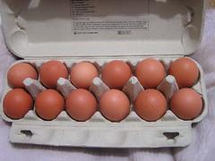 Supervalue 12 Medium Fresh Eggs - Box Eggs - €2 29012019 her 22-01-2019 (Lord Inquisitor) Tags: supervalu supervalueggs heneggs heneggs2019 hen eggs eggbox browneggs crackedegg cracked