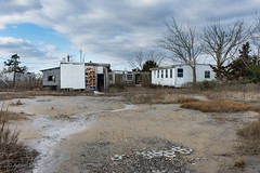 Abandoned vacation homes, Cedar Beach, Delaware (adamkmyers) Tags: abandoned abandonedhouses oncewashome beach cedarbeach delaware mobilehome