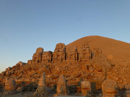 Thrones and statues, Mount Nemrut (Nemrut Dağı), Turkey