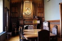 Palau Güell: Espai familiar-la llar de foc (Fnikos) Tags: palau palaugüell gaudí antonigaudí table chair comedor dinningroom indoor