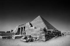 Great pyramid of Giza, Egypt (pas le matin) Tags: giza gizeh egypt égypte travel world pyramid pyramide greatpyramidofgiza pyramidofkhufu pyramidofcheops cheops pyramidedekhéops khéops grandepyramidedegizeh pyramidedegizeh monument architecture antiquité antiquity desert sand sable afrique africa ruins ruines cairo lecaire canon 7d canon7d canoneos7d eos7d bw nb blakcandwhite noiretblanc monochrome
