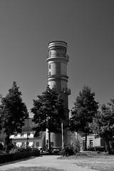 Der alte Leuchtturm in Travemünde / The old lighthouse in Travemünde (Lichtabfall) Tags: schwarzweiss monochrome blackandwhite einfarbig sw bw küste coast travemünde leuchtturm lighthouse ostsee balticsea