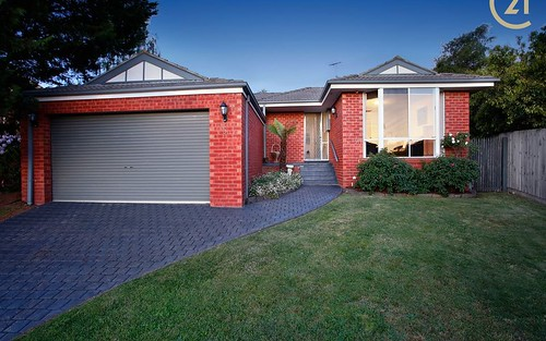 5 Bayliss Court, Berwick VIC 3806