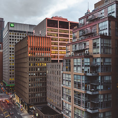 lull. (jonathancastellino) Tags: toronto bay bloor roof rooftop rooftopping architecture square leica q evening lull sun sunset street