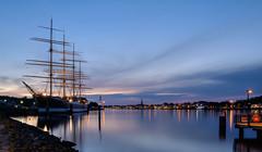 Segelschiff Passat mit Blick auf Travemünde (Körnchen59) Tags: travemünde schleswigholstein germany segelschiff passat blauestunde stadt körnchen59 elke körner pentax k7