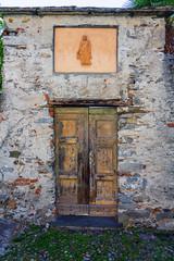 Door in a Wall (Bephep2010) Tags: 2018 7markiii alpha architektur ilce7m3 locarno mauer sel24105g schweiz sommer sony switzerland tessin ticino tür architecture castle door summer wall ⍺7iii ch