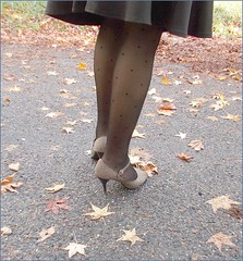 2018 - 10 - Karoll  - 248 (Karoll le bihan) Tags: escarpins shoes stilettos heels chaussures pumps schuhe stöckelschuh pantyhose highheel collants bas strumpfhosen talonshauts highheels stockings tights