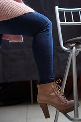 Pink Stuff (José Ramón de Lothlórien) Tags: pierna leg sexy botas bota sweter pink rosa fashion moda urbano