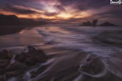 El resplandor - The shining (danielfi) Tags: bayas playa beach sunset puesta sol sun dusk atardecer mar sea agua water long exposure larga exposición seascape paisaje naturaleza nature asturias asturies ngc costa coast