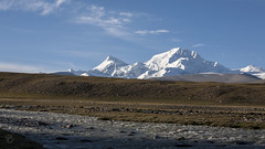 Shishapangma with its distinctive friend (Jamie @project-himalaya.com) Tags: projecthimalaya 2007 2007shishapangma 2007shishapangmaexpedition canonef70200mmf4lisusm canoneos5d copyrightjamiemcguinness httpprojecthimalayacom shishapangma xizangtibet china