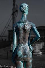 """""""Mädchen im WInd"""" (rückseitige Ansicht, im Hintergrund die """"Alte Liebe"""")  --- """"Girl in the wind"""" (backside view, in the background the """"Old Love"""") (der Sekretär) Tags: arm arme bein beine bronze cuxhaven dame deutschland frau frisur germany haare hinterkopf kleid kopf lowersaxony mensch menschen mädchen niedersachsen oberkörper rock skulptur statue arms back backofthehead dress female hair hairdo hairstyle head jungefrau lady leg legs maiden people person sculpture skirt torso weiblich woman youngwomen"""