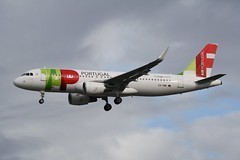 CS-TMW (IndiaEcho) Tags: cstmw tap air portugal airbus a320 neo egll lhr london heathrow airport airfield civil aircraft aeroplane aviation airliner hounslow middlesex england canon eos 1000d approach final