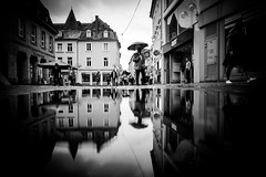 Umbrella weather (Black&Light Streetphotographie) Tags: mono monochrome menschen menschenbilder leute lichtundschatten lightandshadows people personen portrait urban tiefenschärfe wow sony streetshots streets streetshooting streetportrait street schwarzweis streetphotographie sw sonya7ii strase fullframe vollvormat city closeup blackandwhite bw blackwhite bokeh bokehlicious blur blurring
