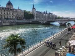 Promenade D' Été (LUMEN SCRIPT) Tags: france tourism travel urbanlandscape bridge river city paris streetphotography