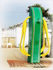 Prendre sa douche en slaches, plage de Knokke, Belgium (claude lina) Tags: claudelina belgium belgique belgië knokke merdunord noordzee plage sable beach cabines slache douche