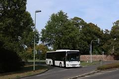 831 Meerbusch Haus Meer | Mesenhohl Omnibusbetriebe (i.A. Rheinbahn) | Iveco Crossway LE | 882 (Fünfhundertfünf) Tags: mesenhohl meobus rheinbahn iveco crossway crosswayle lowentrybus busfotografie hausmeer