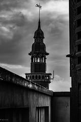Rathaus... (hobbit68) Tags: fujifilm xt2 rathaus sonne schwarzweis blackwhite clouds himmel sky wolken bewölkt ⛅️