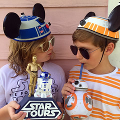 Disney's Hollywood Studios – Orlando, Florida (eyeSPIVE) Tags: disneyshollywoodstudios orlando florida mickey ears r2d2 bb8 star tours kids souvenirs tourists holiday makers c3po sunglasses