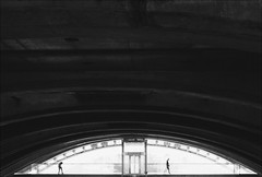 F_MG_2833-1-BW-Canon 6DII-Canon 16-35mm-May Lee 廖藹淳 (May-margy) Tags: maymargy bw portrait backlighting silhouette streetviewphotography linesformandlightandshadow mylensandmyimagination naturalcoincidencethrumylens humaningeometry humanelement taiwanphotographer trainstation motion blur bokeh lisboa portugal 心情的故事 fmg28331bw 人像 逆光 剪影 脈動 模糊 散景 街拍 線條造型與光影 天馬行空鏡頭的異想世界 心象意象與影像 台灣攝影師 里斯本 葡萄牙 幾何構圖 點人 canon6dii maylee廖藹淳 canon1635mm