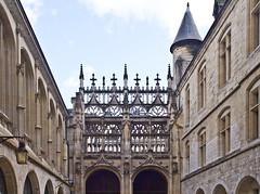 Gotisch / Gothic Style (schreibtnix on 'n off) Tags: reisen travelling frankreich france normandie stadt town rouen kathedrale cathedral fenster window gotik gothicstyle strukturen structures turm tower olympuse5 schreibtnix