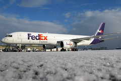 N943FD FedEx Express 757-2G5 at KCLE (GeorgeM757) Tags: n943fd damuw 7572g5 fedexexpress 757f kcle clevelandhopkins georgem757 cargo canon aircraft aviation airplane airport airfreight ramp snow