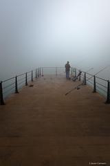 La captura (AvideCai) Tags: avidecai niebla tamron2470 cádiz gente