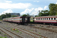 Empty stock parked at Thonburi station (shankar s.) Tags: seasia thailand bangkok krungthepmahanakhon krungthep thonburidistrict thonburirailwaystation thonburitrainstation thonburistation srt staterailwaysofthailand thairailways trainrake consist stablingyard traincar railwaycarriage thaitrain rollingstock emptystock