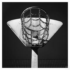 basketball basket square (MAICN) Tags: 2018 square x100f himmel chain basketballbasket sw fujifilm bw blackwhite monochrome basketballkorb schwarzweis fuji sky einfarbig quadratisch mono kette